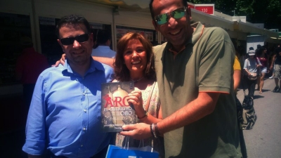 Posando con mis queridos MariJo y Santi.